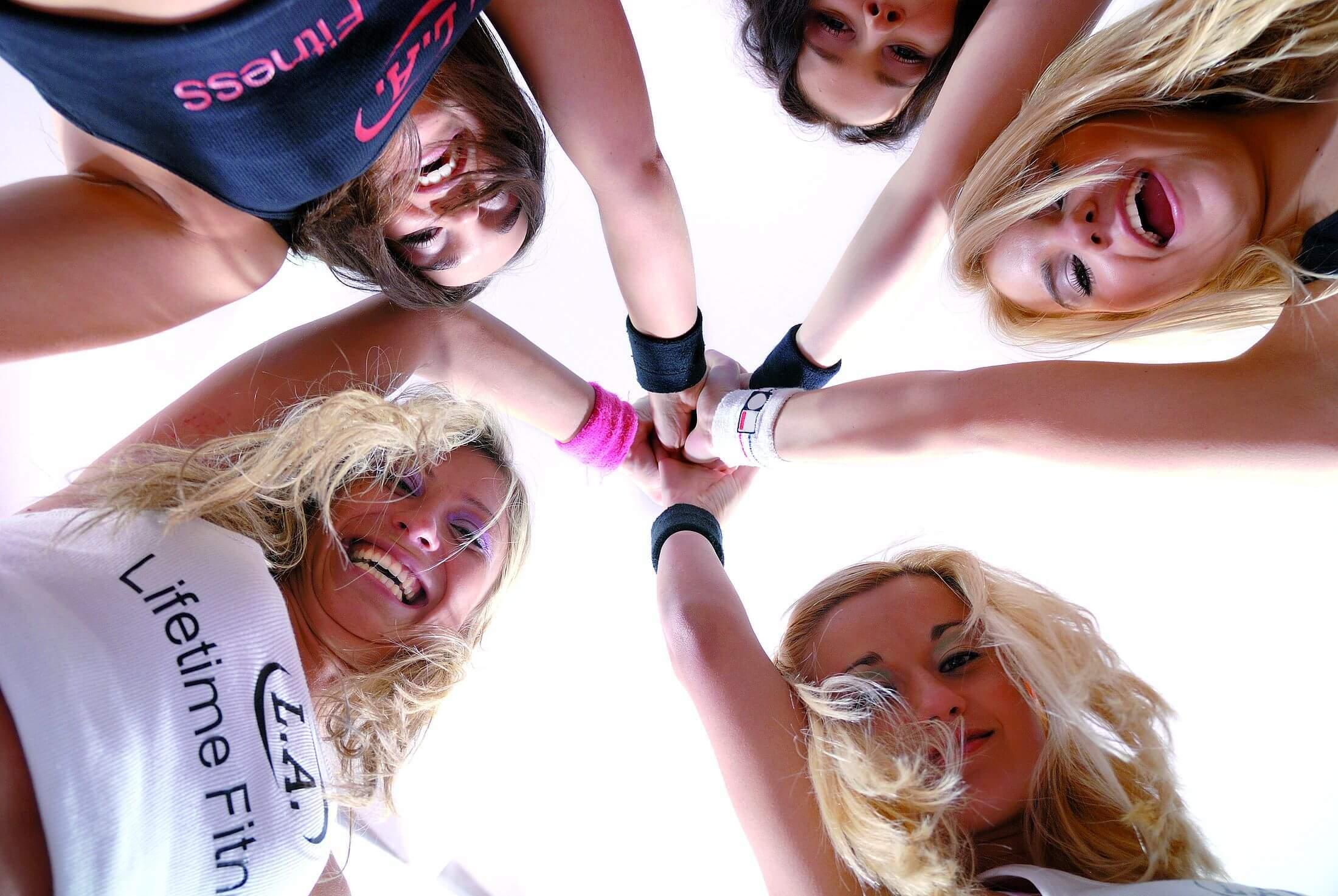 5 Frauen die zusammenhalten