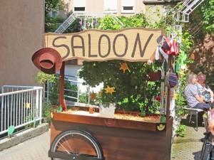 Schild mit der Aufschrift Saloon.