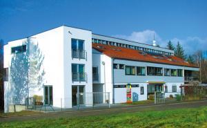 Außenansicht vom AWO Haus Spielberg in Karlsbad.