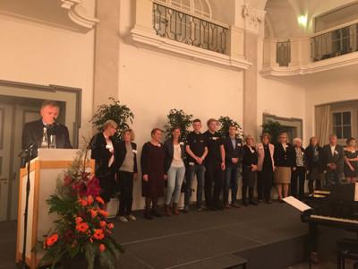 Ehrenden auf der Bühne