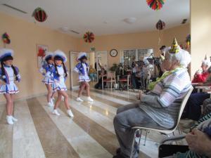 Funkenmariechen tanzen für Senioren.