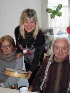 Senioren machen Musik.