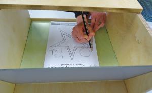 Demenzparcours: Hand die zeichnet.