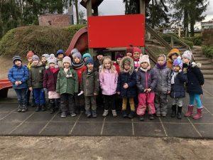 Gruppenfoto von Kindergartenkindern.
