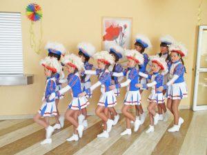 Mini-Tanzmariechen bei ihrem Auftritt im Seniorenzentrum Hanne-Landgraf-Haus.