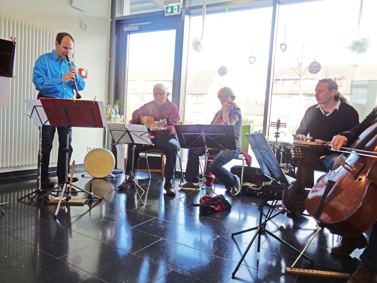 """Orchestra mit den verschiedensten alters Gruppen spielt """"Die-Schallmayer"""""""