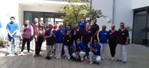 Gruppenfoto Mitarbeitenden mit SPende von Lóréal