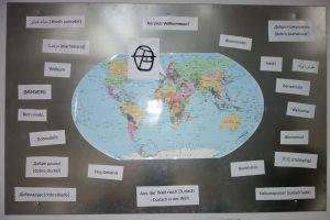 Weltkarte mit verschiedenen Sprachen