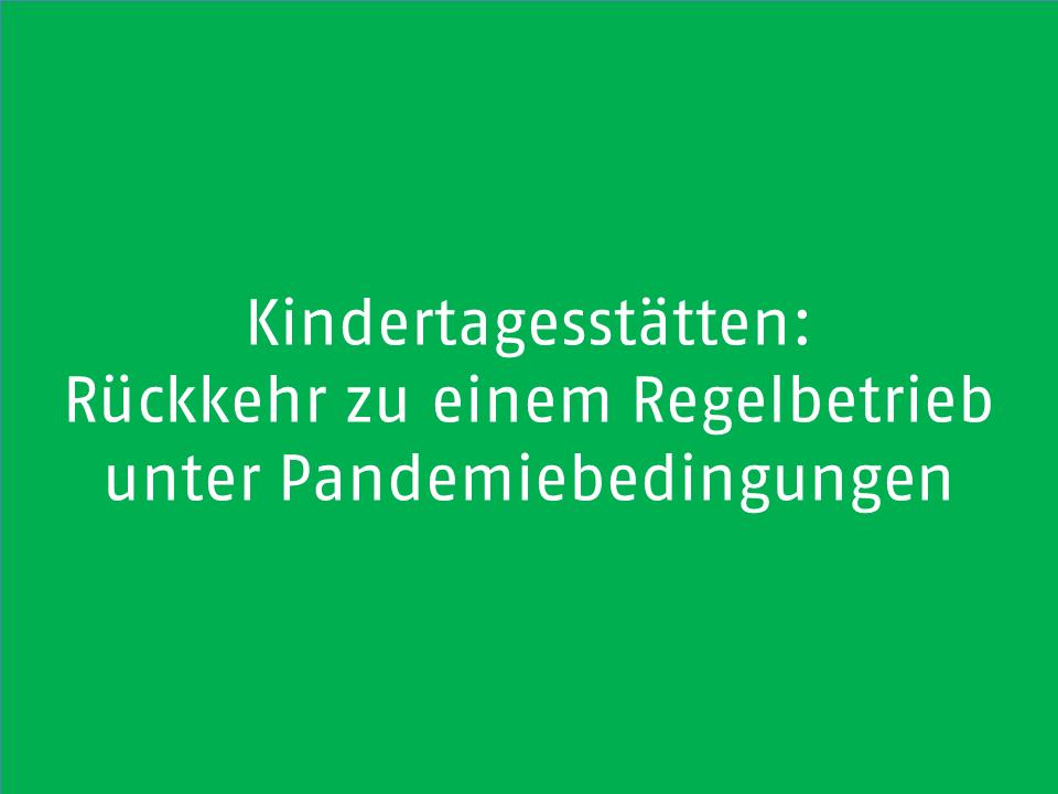 Grünes Schild mit weißer Schrift