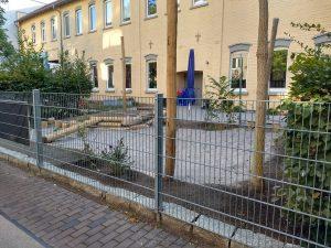 Kita Sebold Umgestaltung Aussengelaende Ansicht von der Strasse 2 AWO Karlsruhe