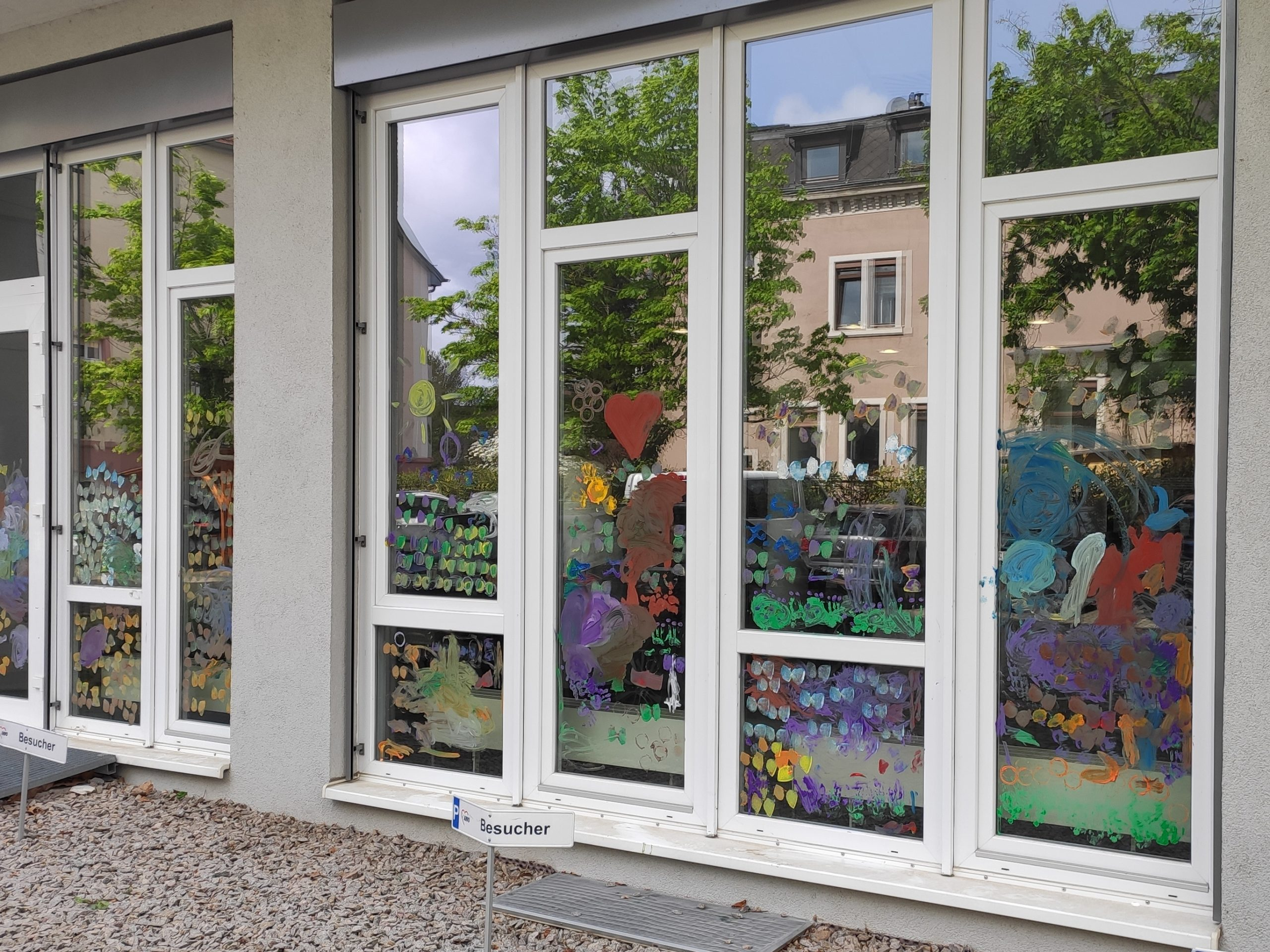 Bunte Fenster scaled AWO Karlsruhe