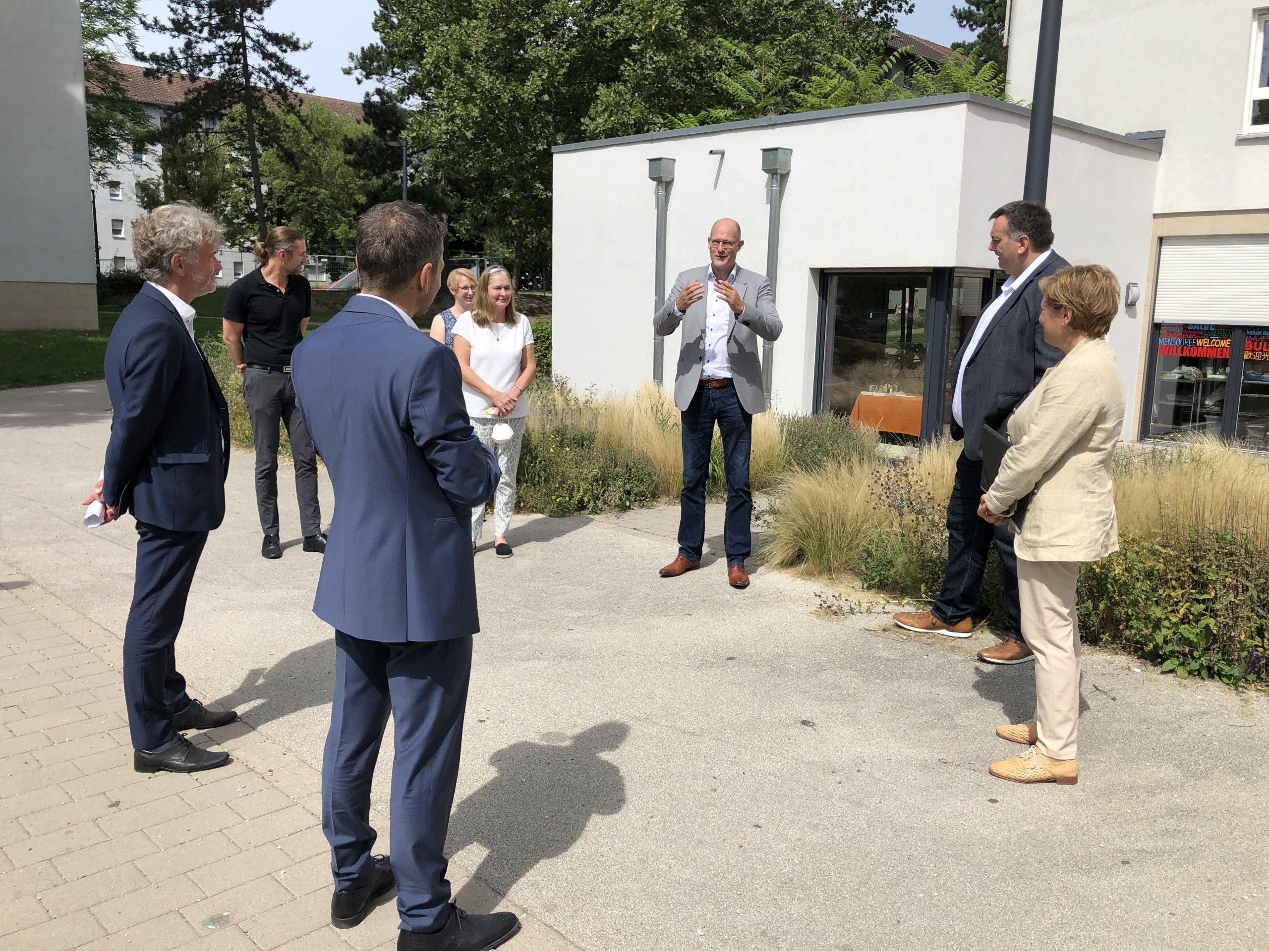 Besuch Ministerin Razavi 4 scaled AWO Karlsruhe