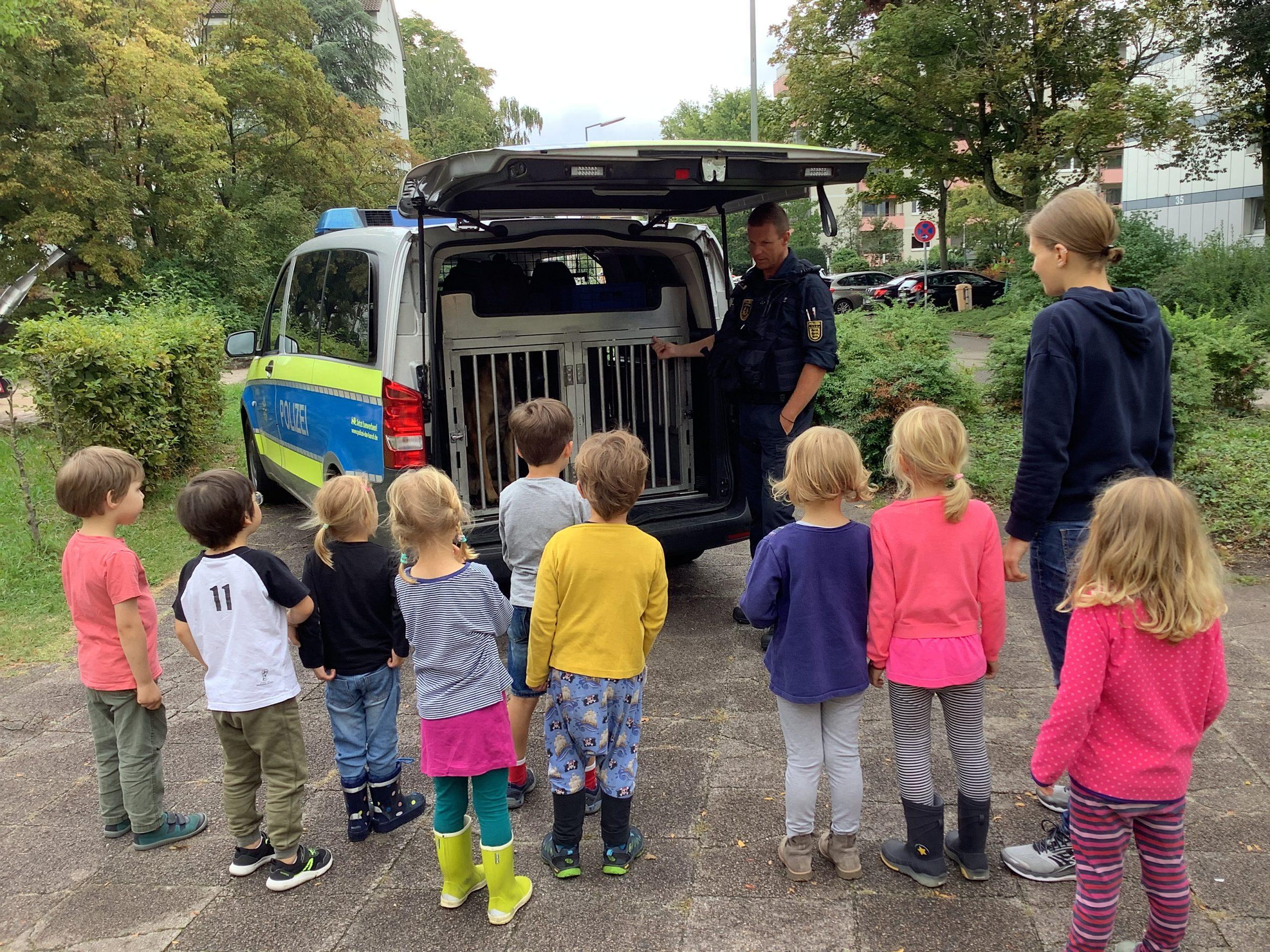 Polizeibesuch Kita les petits amis 1 scaled AWO Karlsruhe