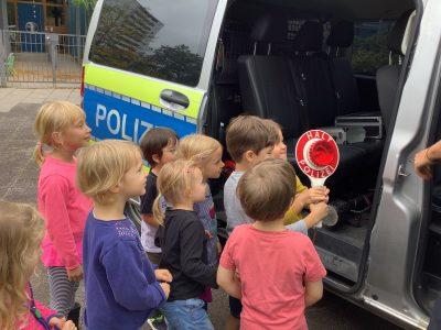 Polizeibesuch Kita les petits amis 2 AWO Karlsruhe