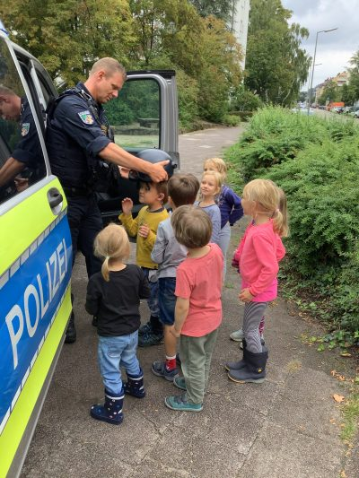 Polizeibesuch Kita les petits amis 3 AWO Karlsruhe